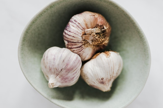 Can garlic help in preventing infection?